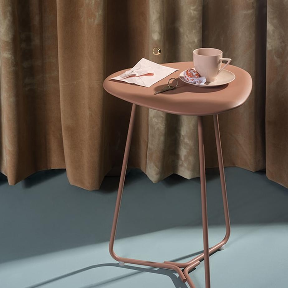 שולחן קפה מתצוגה TRIPOD