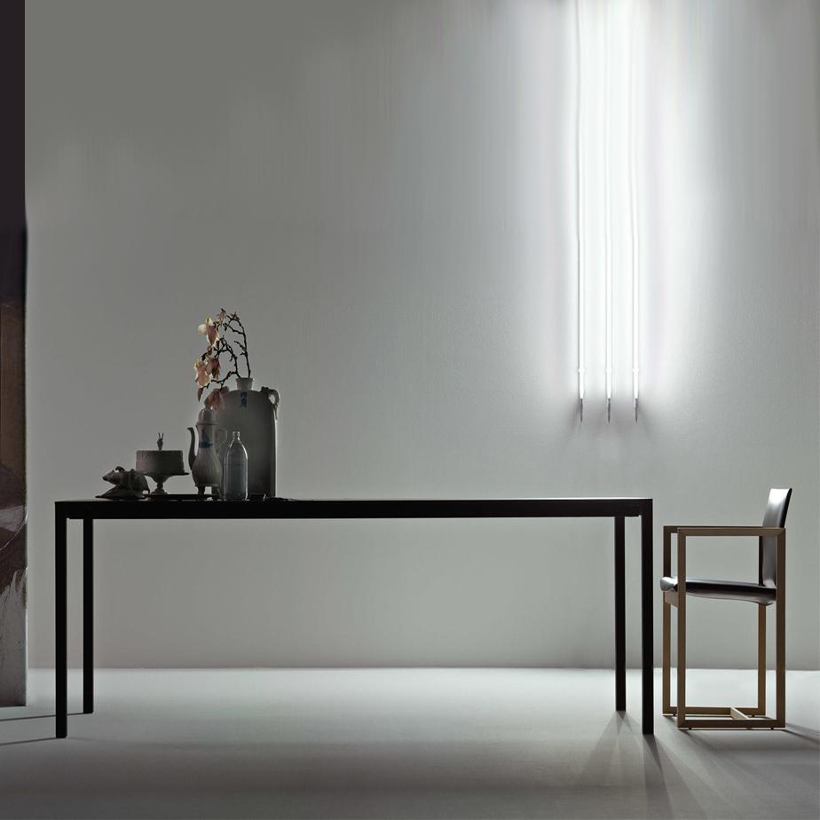 שולחן מתצוגה NAAN