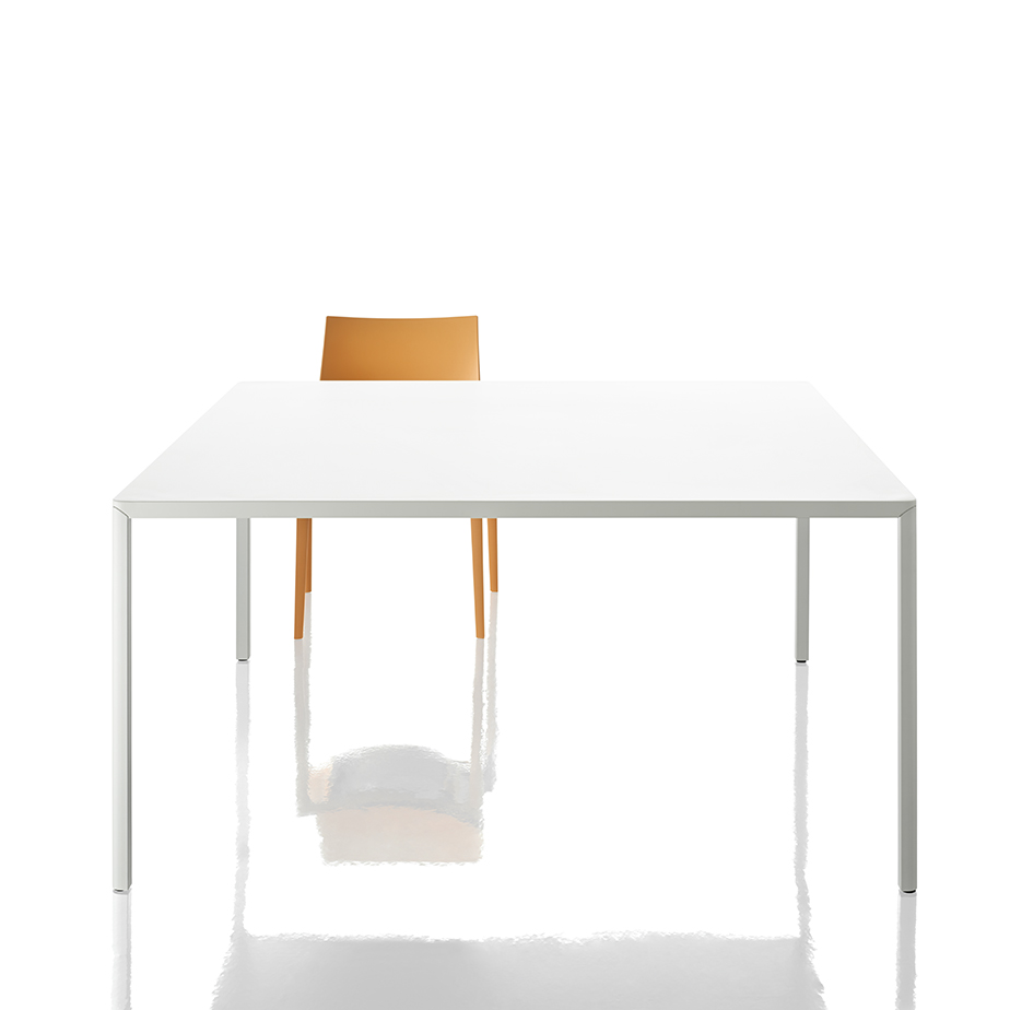שולחן PASSE PARTOUT מתצוגה