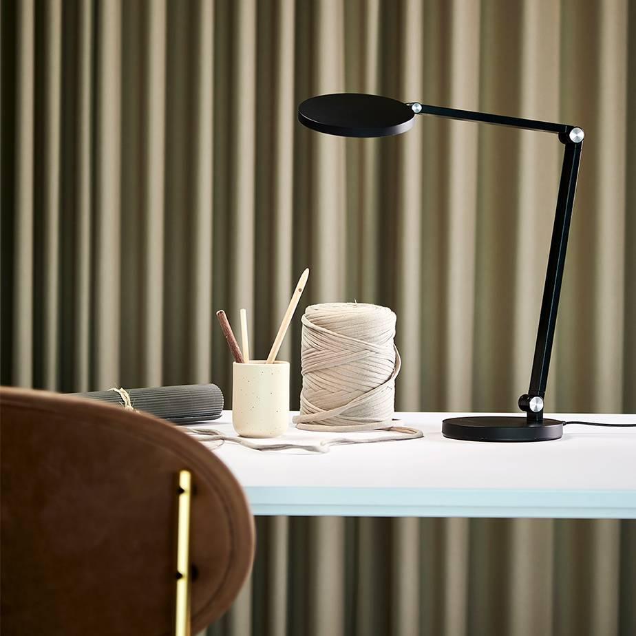 מנורת שולחן LED DESK